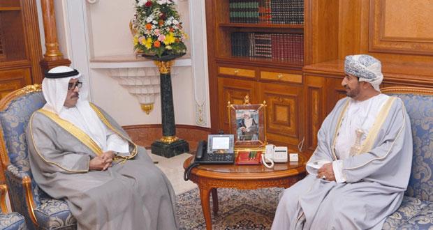 وزير ديوان البلاط السلطاني يستقبل السفير الإماراتي