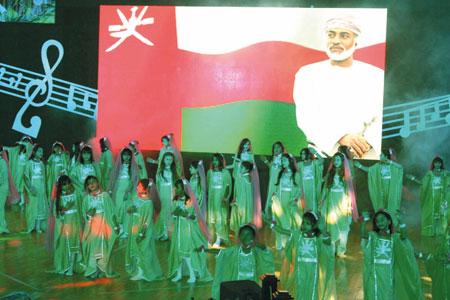 وزير التنمية الاجتماعية يرعي أوبريت (سارية المجد) لجمعيات المرأة العمانية بمحافظة ظفار بمسرح المروج