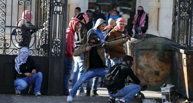 اصابة واعتقال عشرات الفلسطينيين خلال المواجهات مع الاحتلال في الضفة