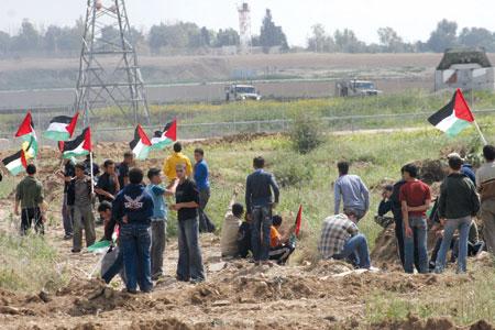 استهداف آلية إسرائيلية جنوب غزة.. والاحتلال يرد بالنيران على المزارعين