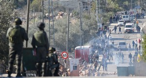 الاحتلال يواصل حملته على (الضفة) ويعتقل ويصيب العشرات ويسطو على ممتلكات الفلسطينيين