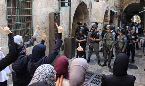 عصابات المستوطنين تقتحم (الأقصى) ومجموعات ارهابية تدعو لتدنيس (قبة الصخرة)