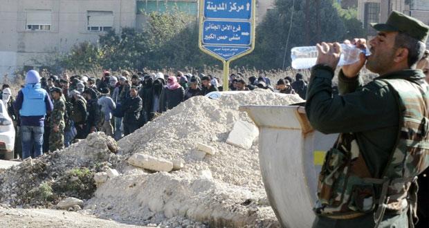 سوريا: خروج مئات المسلحين من حي الوعر بحمص وموسكو تنفي استهداف مواقع الجيش