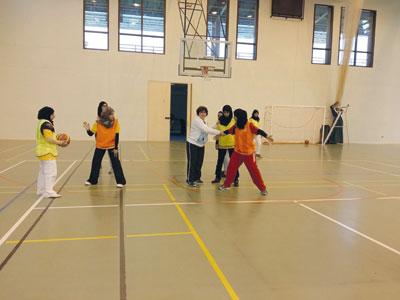 ختام ناجح لدورة تدريب وتدريس كرة السلة لمعلمات الرياضة المدرسية بجنوب الباطنة