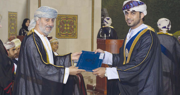 جامعة السلطان قابوس تحتفل بتخريج الدفعة الـ 26 من الكليات العلمية