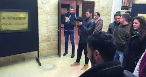 """فنانون فلسطينون يتواصلون ثقافيا في معرض للخط العربي بعنوان """"القدس في العيون"""""""