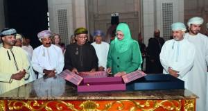 """كتاب """"""""دار الأوبرا السلطانية مسقط"""" يستعرض التعبير البصري لأحدث وأجمل دور الأوبرا في العالم"""