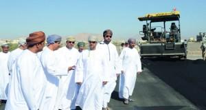 وزير البلديات الإقليمية وموارد المياه يزور محافظة الداخلية