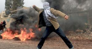 الفلسطينيون سيخضعون قراراتهم المصيرية للاستفتاء والاحتلال يستهدف مسيرات إحياء الثورة بـ(الغاز)