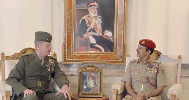رئيس أركان قوات السلطان المسلحة يستقبل قائد قوات المشاة البحرية فـي القيادة المركزية الأميركية