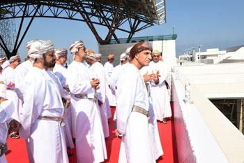 فهد بن محمود وأعضاء مجلس الوزراء يتفقدون مراحل استكمال مطار مسقط الدولي