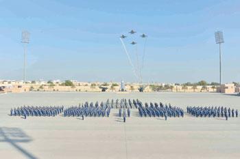 وزير ديوان البلاط السلطاني يرعى الاحتفال بتخريج دفعة جديدة من الطيارين والضباط الجويين