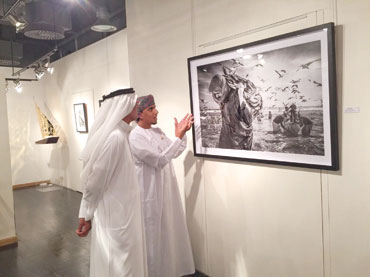 """المصور العماني أنس الذيب يقيم معرضه الشخصي الأول """"مهنة الصيد"""" في دبي"""