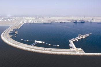 نمو بنسبة 12 % في إجمالي بضائع الشحن و46 % في «السائبة» بميناء صحار والمنطقة الحرة بصحار العام الماضي