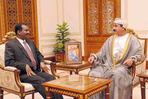 وزير المكتب السلطاني يستقبل السفير السريلانكي