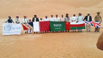 وصول الرحالة العمانيين محمد الزدجالي وعامر الوهيبي والبريطاني مارك إيفانز إلى السلطنة