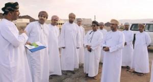 وزير البلديات يتابع مشاريع البلدية والمائية بالظاهرة
