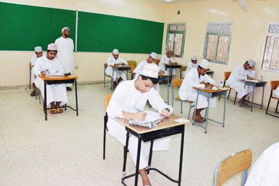 الطلبة يؤدون امتحان الدراسات الإسلامية وسط جو ساده الهدوء والانضباط