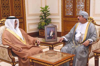 وزير المكتب السلطاني يستقبل سفير دولة الإمارات