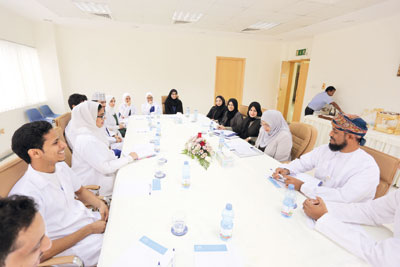 وزيرة التعليم العالي تزور كلية عمان لطب الأسنان