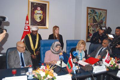 بحث أوجه التعاون المشترك بين السلطنة وتونس