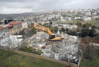 جيش الاحتلال يهدم منزلين في القدس ويخطر بهدم آخرين في الضفة