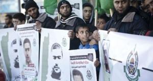 الآلاف يشيعون جثامين الشهداء في (سعير) رغم محاولات الاحتلال طمس جرائمه