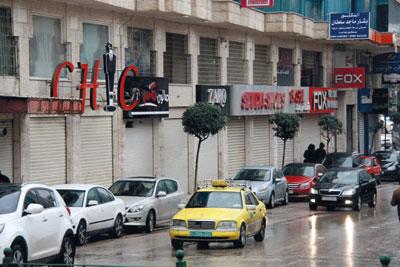 الاحتلال يواصل ممارساته القمعية فـي الضفة بحملة اعتقالات وقطع طرقات