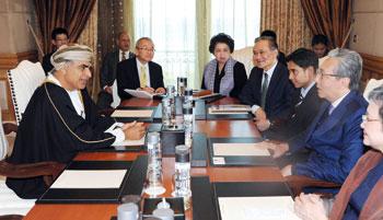 نائب رئيس وزراء مملكة تايلند وصل البلاد والتقى بعدد من المسؤولين