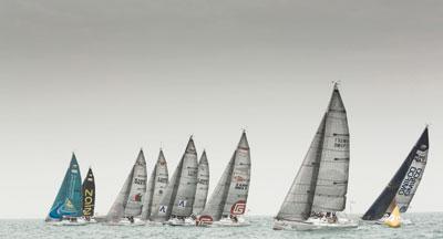 فريق بيين فوال السويسري ينضم إلى الفرق المتنافسة لسباق الطواف العربي للإبحار الشراعي