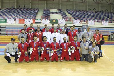 اليوم ..بعثة منتخبنا لكرة اليد تطير إلى المنامة بمعنويات عالية