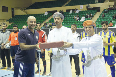 افتتاح دورة الطلبة الدارسين في الخارج بمشاركة شرفية لنادي الظفرة بطل كأس الإمارات للخماسيات