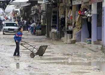 الاحتلال يطلق العنان لمستوطنيه بـ (الأقصى) .. ويتدرب على اقتحام المخيمات