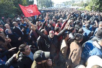 تونس تقلل ساعات حظر التجوال