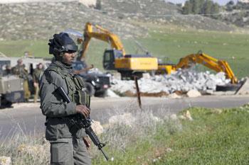 إسرائيل تسرق المزيد من الأراضي الفلسطينية وتصعد اعتداءتها