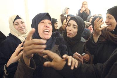 الاحتلال يعربد بالضفة ويسقط شهيدا فـي غزة