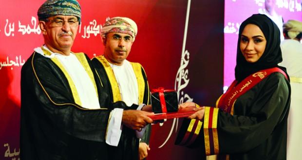 برعاية وزير الصحة .. المجلس العماني للاختصاصات الطبية يحتفل بتخريج 81 طبيبا في 15 تخصصا طبيا