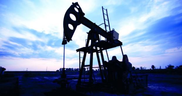 """""""ساكسو بنك"""": التكهنات بإبرام صفقة بين روسيا وأوبك تنعش النفط وتصاعد أسعار الذهب تفقد زخمها"""