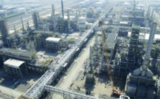 صناعيون: الاحتفال بيوم الصناعة العمانية دليل على الاهتمام بالقطاع ودعوة لتطوير وتحسين الصناعات العمانية