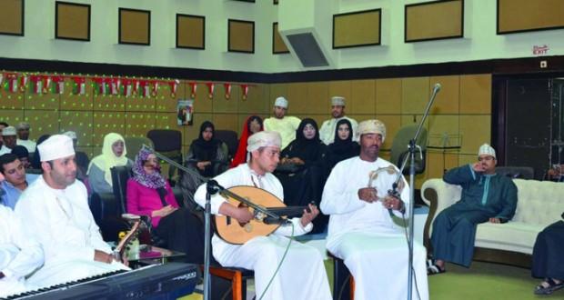 """البرنامج الإذاعي """"نجم الشباب"""" يستضيف عددا من أعضاء وعازفي جمعية هواة العود"""