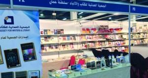 """مقهى """"نون"""" إطلالة ثقافية للجمعية العمانية للكتاب والأدباء بمعرض مسقط الدولي للكتاب"""