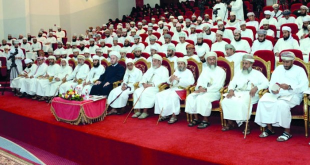 """المنتدى الأدبي يقيم ندوة علمية تناولت """"فكر وتراث الشيخ ناصر بن جاعد الخروصي"""