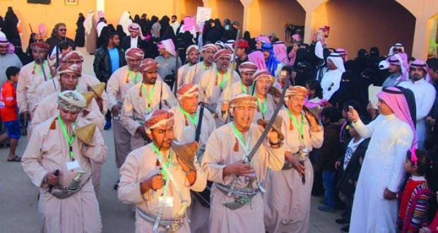 """""""الشهباء للفنون الشعبية"""" تقدم الأهازيج العمانية في """"مهرجان الجنادرية الـ 30″ بالرياض"""