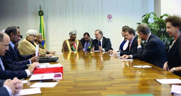 مناقشة سبل تطوير التعاون في القطاع التجاري والاستثماري والصناعي والثروة السمكية والنقل والتعدين بين السلطنة والبرازيل