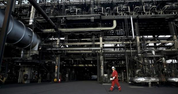نفط عمان يرتفع بمقدار دولارين و77 سنتا «وبرنت» يصعد بعد موافقة إيران تجميد الإنتاج