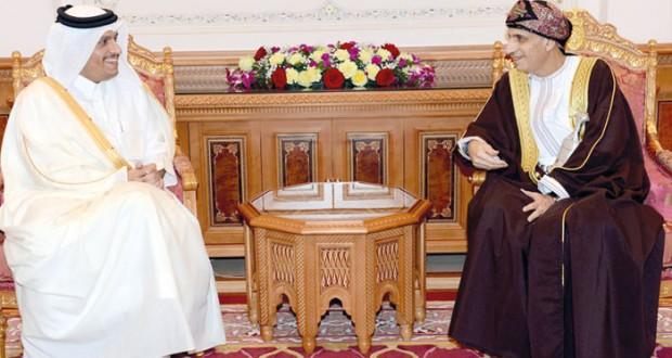 السلطنة وقطر يستعرضان أوجه التعاون والتطورات الإقليمية