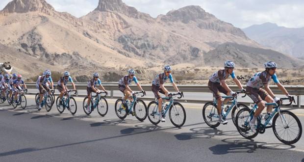 جون جلس من فريق أتيكس يتوج بلقب الأولى لطواف عمان
