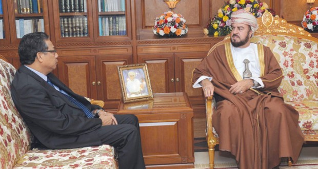 نيابة عن جلالته.. أسعد بن طارق يودع السفير الماليزي