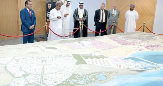 (الدقم): توسعة (النهضة) واتفاقية لتنفيذ الرصيف الحكومي لـ(الميناء)