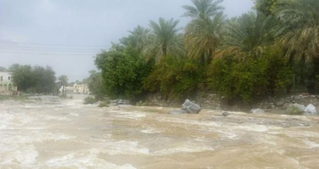 تواصل هطول الامطار على عدد من محافظات السلطنة تراوحت بين المتوسطة والغزيرة